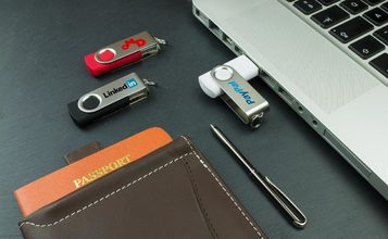 http://static.custom-flash-drives.com.au/images/products/Twister/Twister1.jpg